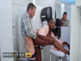 Brazzers - Curvy ebony chick Osa Lovely gets drilled in the toilet